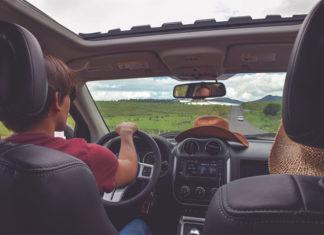 Jedziesz na długi weekend? Sprawdź, jak przygotować swój samochód!